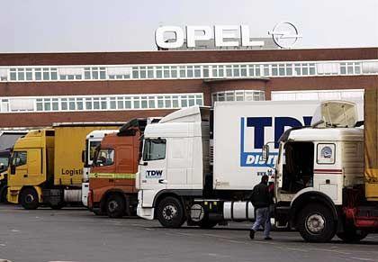 Warten auf Bewegung: Inzwischen ruht auch in Rüsselsheim und Antwerpen die Produktion