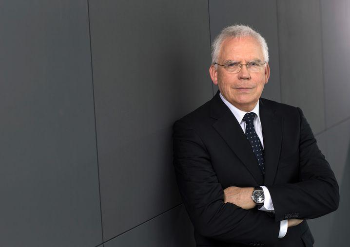 Vor dem Abschied bei VW: Entwicklungsvorstand Ulrich Hackenberg soll laut Medienberichten die technische Verantwortung für die Abgas-Affäre übernehmen