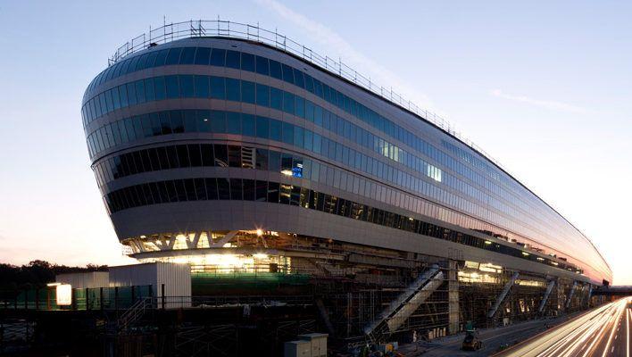 The Squaire: Das ehemalige Airrail-Center über dem Frankfurter Flughafenbahnhof ist inzwischen überwiegend vermietet. Das ändert aber nichts an den hohen Schulden
