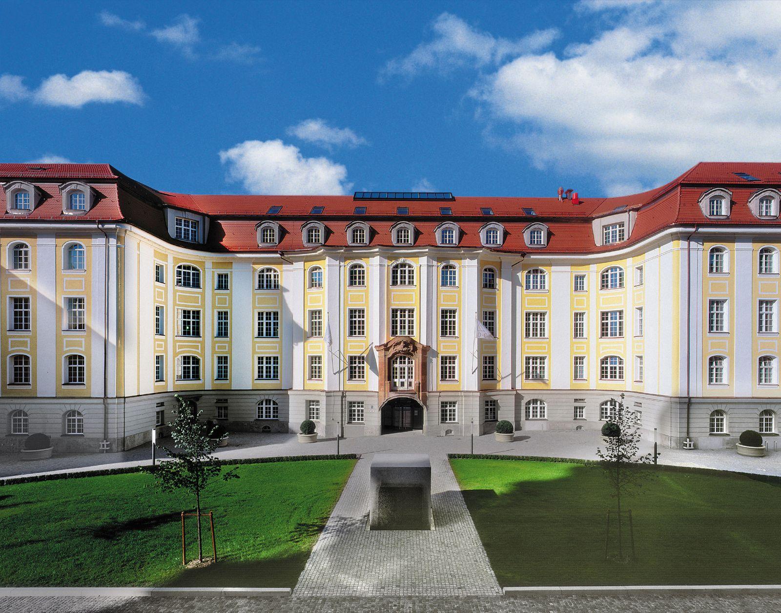 DCM Hauptsitz / Die alte Hopfenpost