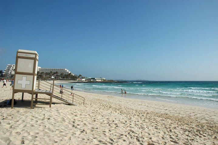 Fast schon Sommer statt Frühling: Beim Ausflug zu den Sandstränden von Corralejo auf Fuerteventura brennt die Sonne.