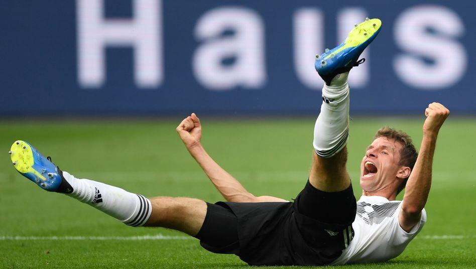Meister mit Bayern, Noch-Weltmeister mit Deutschland: Thomas Müller hat gut lachen