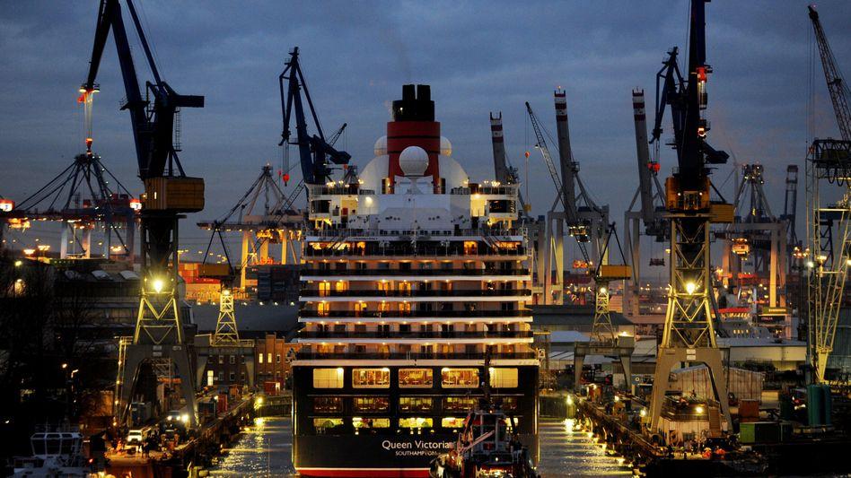 """Wartungsarbeiten: Die """"Queen Victoria"""" liegt zur Reparatur im Dock von Blohm + Voss"""