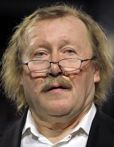 """Peter Sloterdijk (61) ist Kulturphilosoph und seit 2001 Rektor an der Staatlichen Hochschule für Gestaltung Karlsruhe. Er moderiert zusammen mit Rüdiger Safranski """"Das Philosophische Quartett"""" im ZDF."""