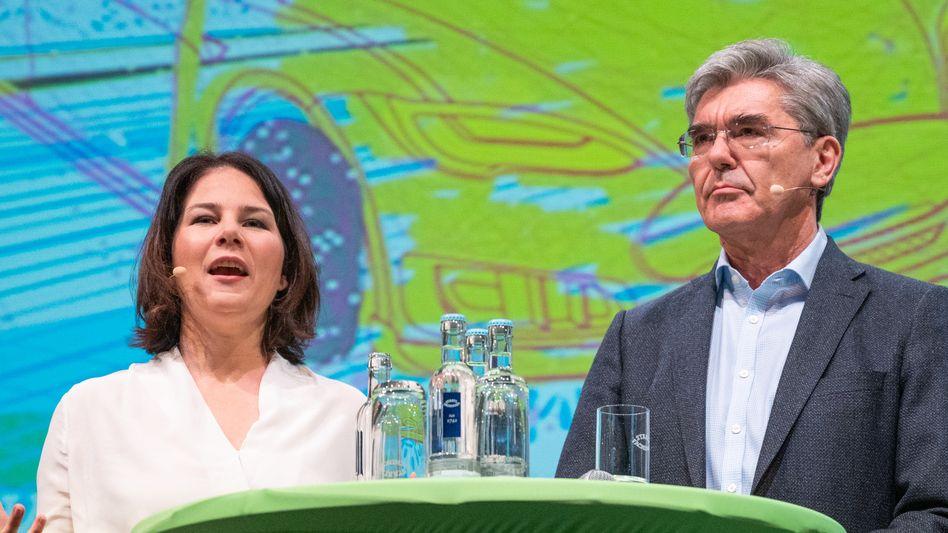Gemeinsam auf der Bühne: Ex-Siemens-Chef Joe Kaeser macht sich nun vehement für Annalena Baerbock als Kanzlerin stark