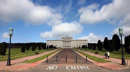 No Entry: Kein Zutritt? Für den Euro gilt das nicht. Im Bild der Regierungssitz Nordirlands, Stormont