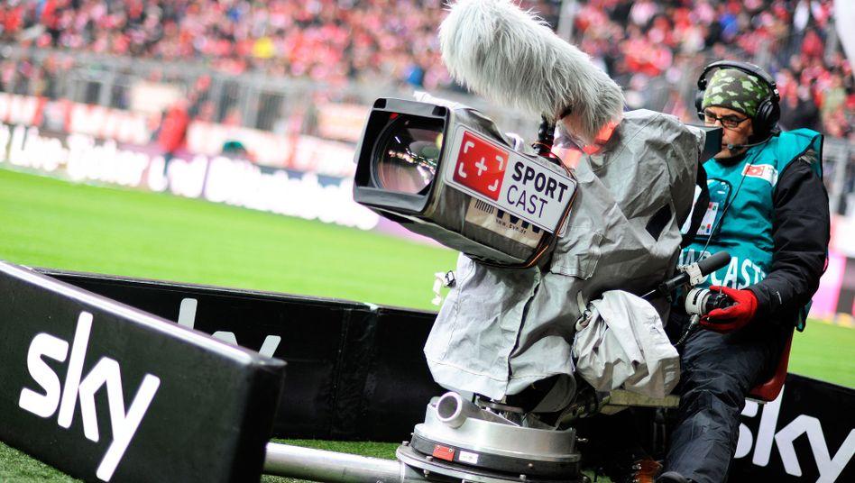 Wer hat das schnellste Bild? Sky-Kameramann bei einem Bundesliga-Spiel