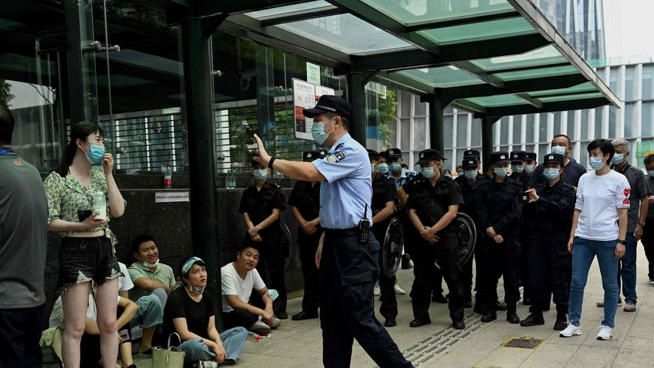 Erneut Proteste: Vor dem Evergrande-Hauptquartier in Shenzen demonstrierten am Mittwoch erneut Menschen