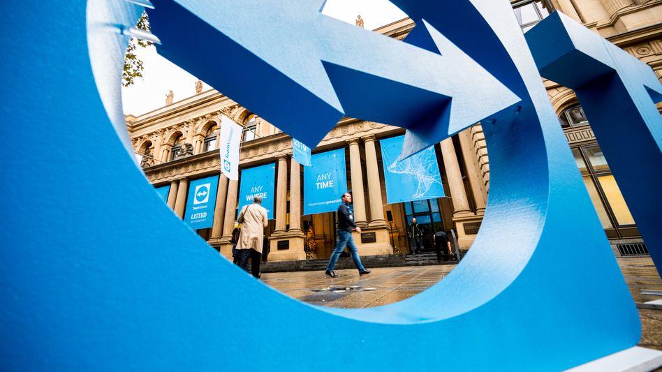 Teamviewer-Logo vor der Deutschen Börsen: Auf den Höhenflug folgte der Absturz