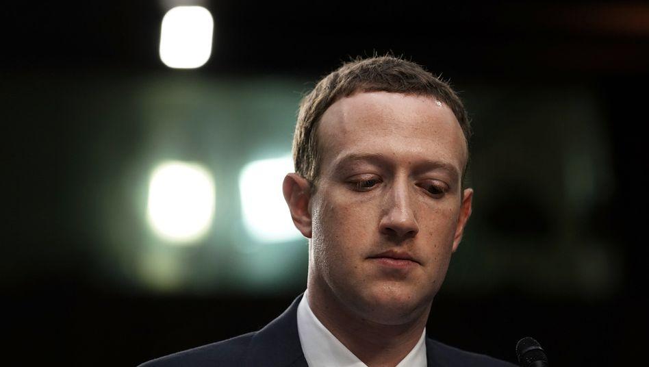 In der Kritik: Facebook-Chef Zuckerberg tut sich schwer damit, Inhalte auf den Seiten seines Netzwerks einzuschränken.