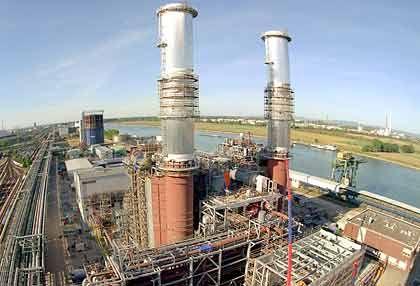 """BASF-Kraftwerk in Ludwigshafen: """"Die Tatsache, dass die BASF heute weltweit die Nummer eins in der Chemieindustrie ist, ist auch das Ergebnis der konstruktiven Zusammenarbeit mit Betriebsräten und Gewerkschaft"""""""