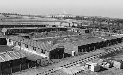 """Zwangsarbeiterlager in Gustavsburg (""""Rosengartenlager""""), Baracken der """"Westarbeiter"""""""