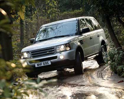 Range Rover Sport: Alle Land-Rover-Modelle (Defender, Discovery, Freelander und Range Rover) zusammen verkauften sich in Deutschland im April immerhin knapp 600 mal. Jüngster Spross der Offroad-Familie ist der Range Rover Sport, der mit 190 PS (V6 Diesel), 299 PS (V8-Saugmotor) oder 390 PS (V8-Kompressor) angeboten wird. Die Preisspanne reicht von knapp 49.000 Euro bis fast 77.000 Euro.