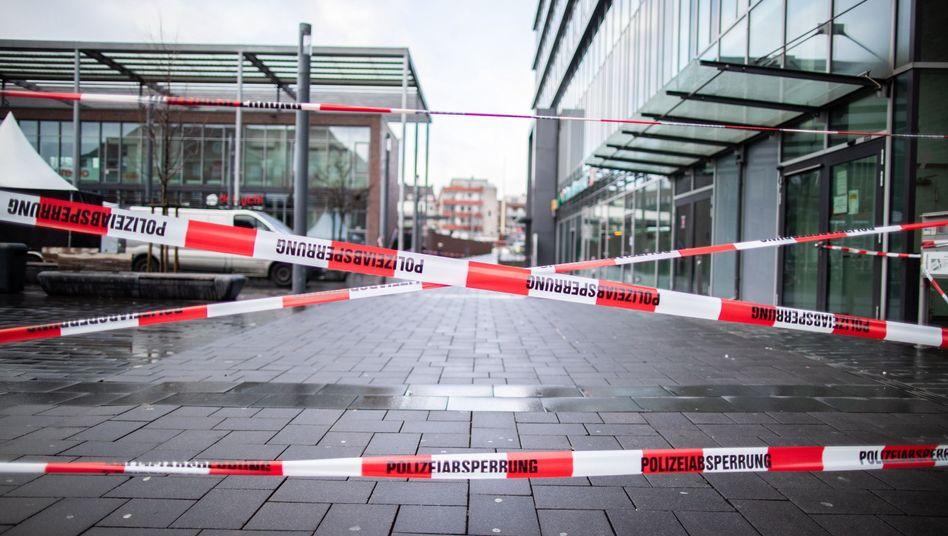 Die Polizei hat in Bottrop nach der Tat eines Amokfahrers den Berliner Platz abgesperrt