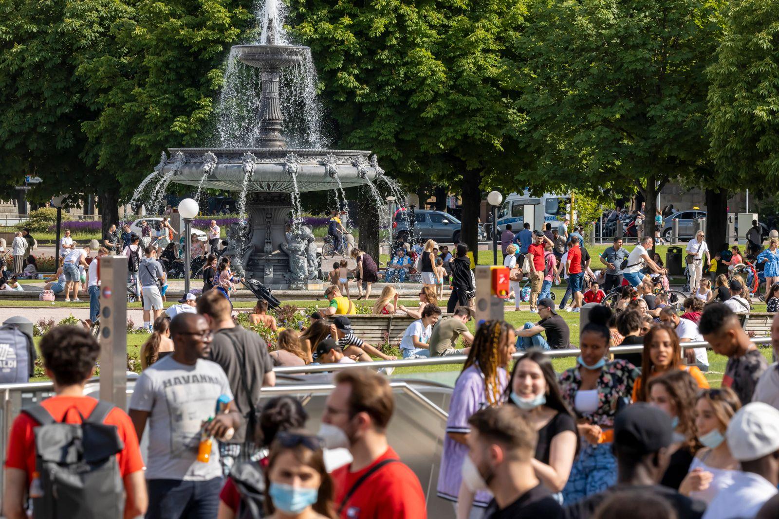 Stuttgart geht aus. Nach weiteren Öffnungsschritten sehnen sich die Menschen nach Normalität. Geschäfte und Restaurants