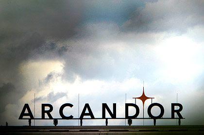 Dunkle Wolken: Für Arcandor wird die Zeit knapp