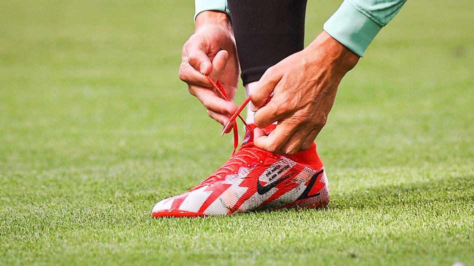 Große Fußstapfen: Christiano Ronaldo richtet seine Arbeitsmontur