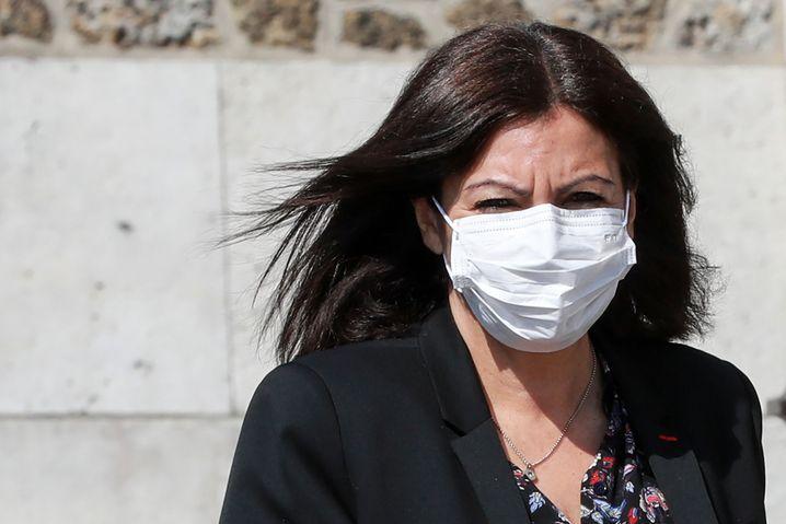 Anne Hidalgo, Bürgermeisterin der französischen Millionenmetropole Paris, will nicht nur Millionen Schutzmasken kostenlos an die Bevölkerung verteilen, sondern auch einen Großteil der Anwohner auf das Virus nach und nach testen lassen