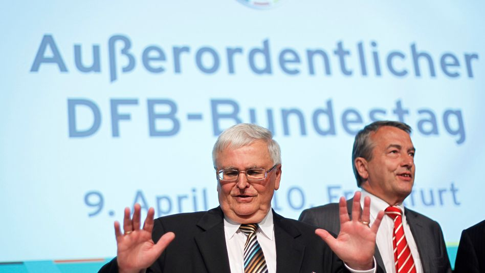 """Theo Zwanziger (links), Wolfgang Niersbach: """"Vorwürfe völlig haltlos"""""""