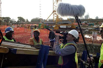 Bauträger: Rechtzeitig zur WM 2010 sollen die neuen Stadien fertig sein