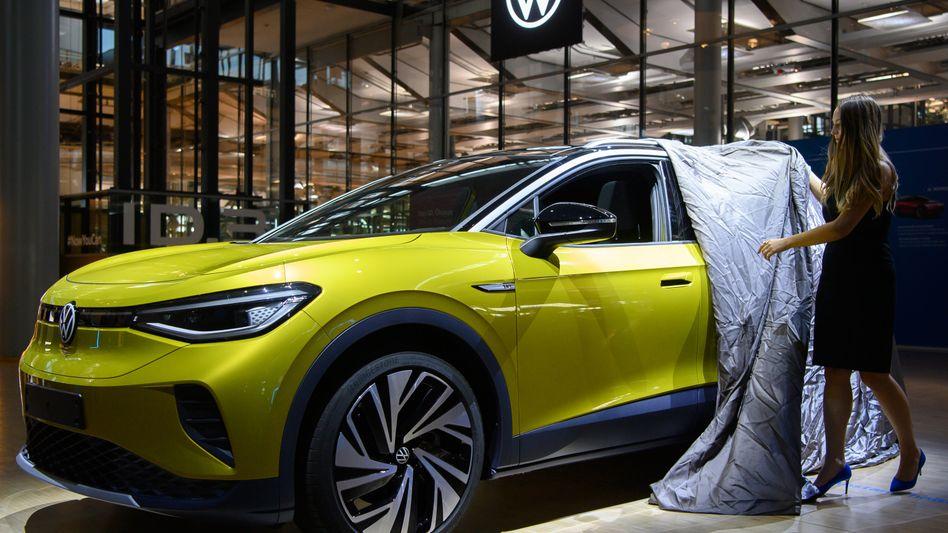 Zweiter Streich: Der ID.4, zweiter Aufschlag in Volkswagens E-Auto-Offensive, soll in Kürze in den Handel kommen