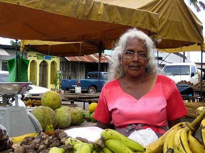 Lokaler Markt: Marktfrau in Chaguanas auf Trinidad