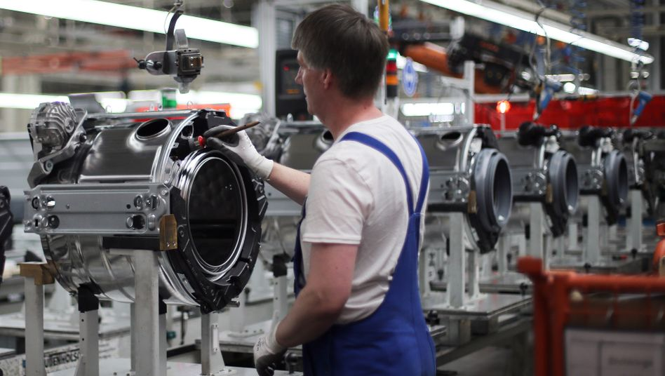 Waschmaschinenherstellung in Gütersloh: Miele will weltweit Stellen abbauen.