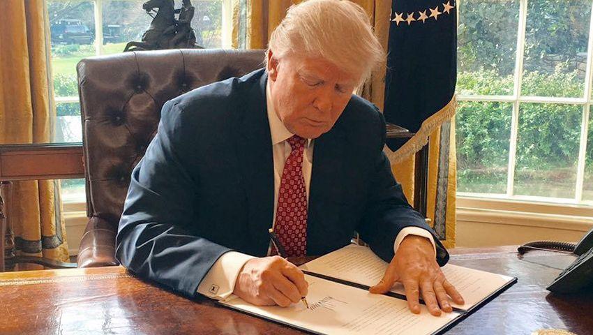 Neuer Versuch: Donald Trump unterschreibt ein neues Einreisestopp-Dekret, das sich gegen Menschen aus den sechs vorwiegend muslimischen Ländern Iran, Syrien, Somalia, Jemen, Libyen und dem Sudan richtet