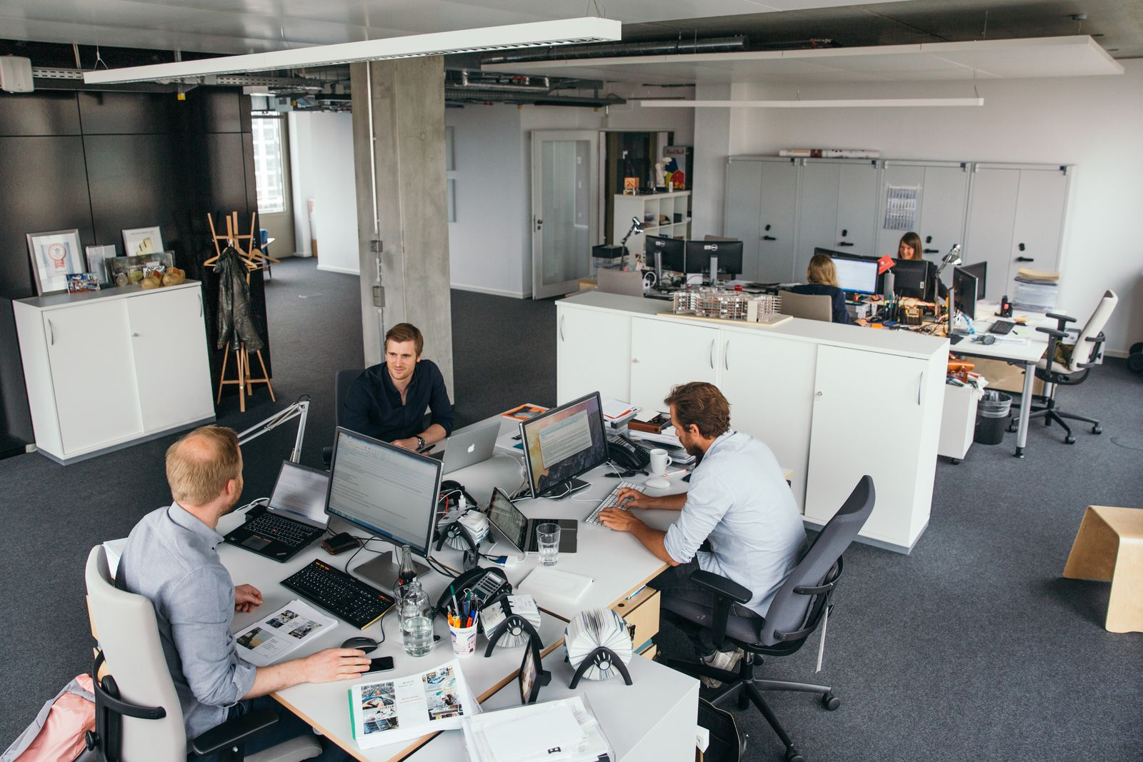 EINMALIGE VERWENDUNG Vorstandsmitglieder von Zalando / Büro