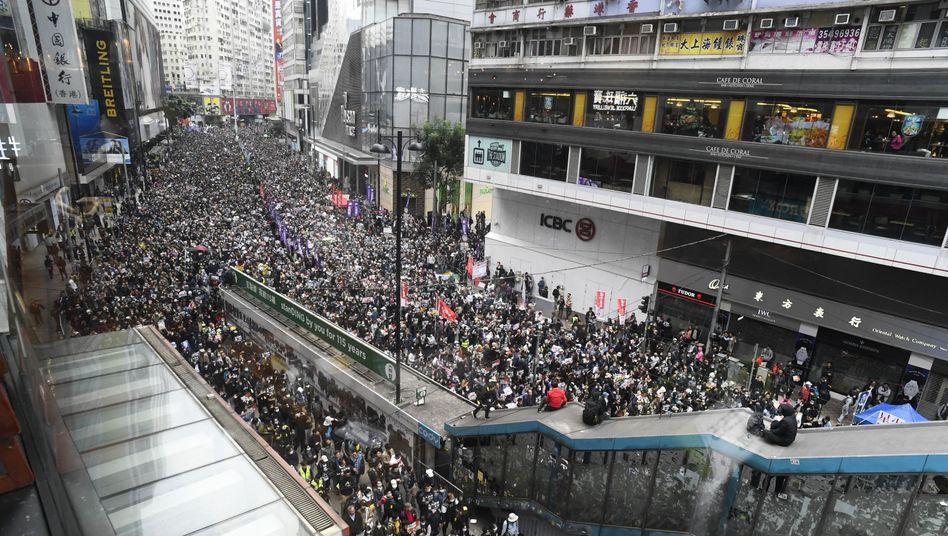 Hongkong: Zehntausende Demonstranten protestieren gegen den zunehmenden Zugriff Chinas auf Hongkong
