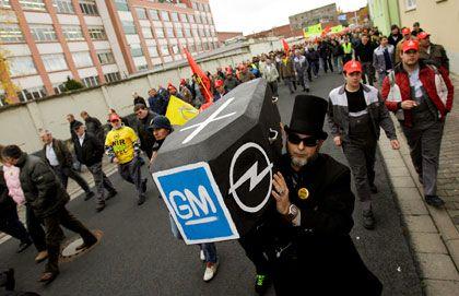 Die Hoffnung stirbt zuletzt: In Rüsselsheim protestieren 10.000 Opelaner gegen GM