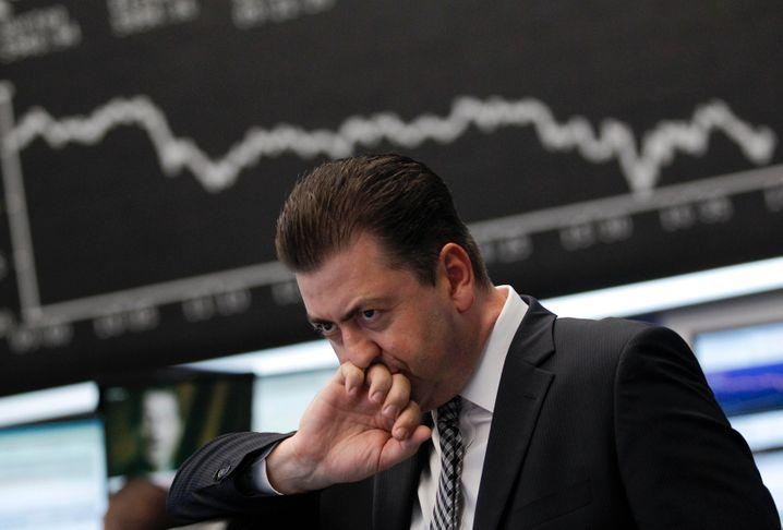 Knifflige Entscheidung: Viele Aktien haben an der Börse teils kräftig eingebüßt. Doch sind sie deshalb schon günstig bewertet? Das Kurs-Gewinn-Wachstums-Verhältnis, auch Price-Earning to Growth-Ratio genannt (PEG), kann als Kennziffer mehr Orientierung bieten.