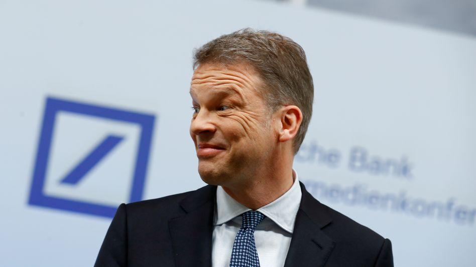 Darf wieder lächeln: Deutsche-Bank-Chef Christian Sewing