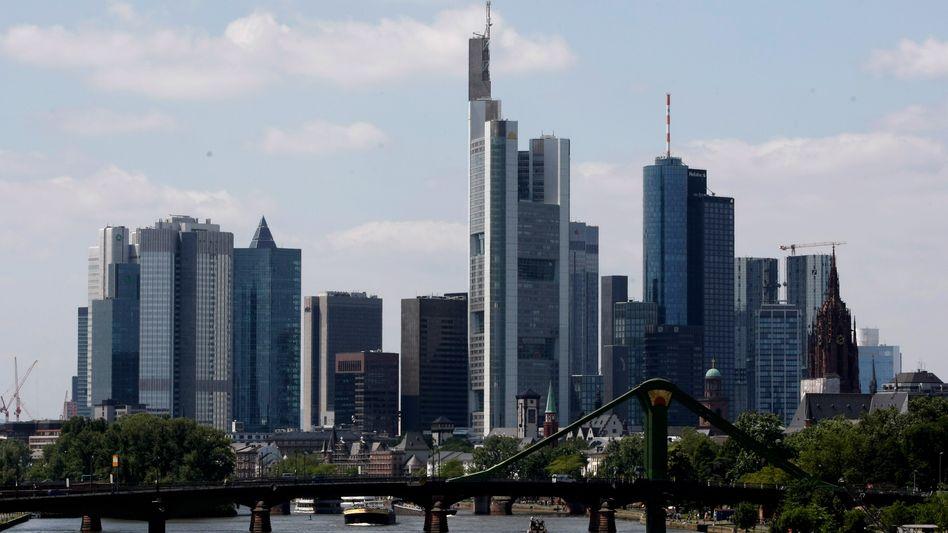 Frankfurt am Main: Gesellschaften, die statt Grundstücken nur Anteile bis 95 Prozent übertragen, sparen Steuern