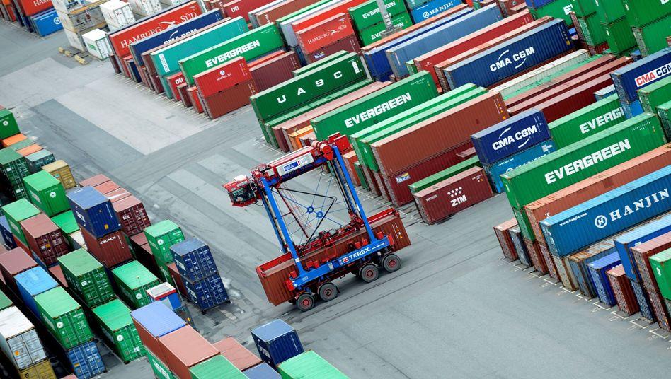 Container im Hamburger Hafen: Tausende Anleger investierten bei P&R in die Stahlboxen - und bangen nun um ihr Geld.