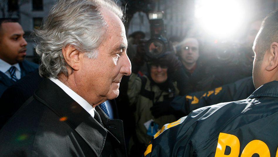 Bernie Madoff im Schlaglicht: Kurz nach der Finanzkrise flog sein milliardenschwerer Anlagebetrug auf.