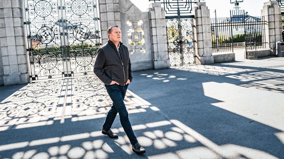 Tor-Wart: Nicolai Tangen, hier vor dem Portal des Vigeland-Skulpturenparks in Oslo, will durch Verkäufe mieser Unternehmen die Qualität im Indexportfolio erhöhen
