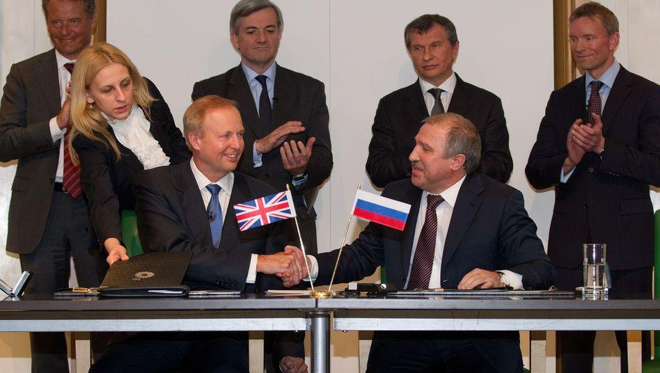 BP-Chef Bob Dudley (v.l.), Rosneft-Boss Eduard Chudainatow: Mega-Deal am Nordpol
