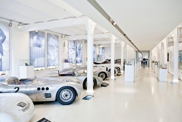 Automuseum Prototyp: Neben der Präsentation der Rennsportautos geht die Hamburger Schau auch auf das Leben der Menschen hinter dem Lenkrad ein.