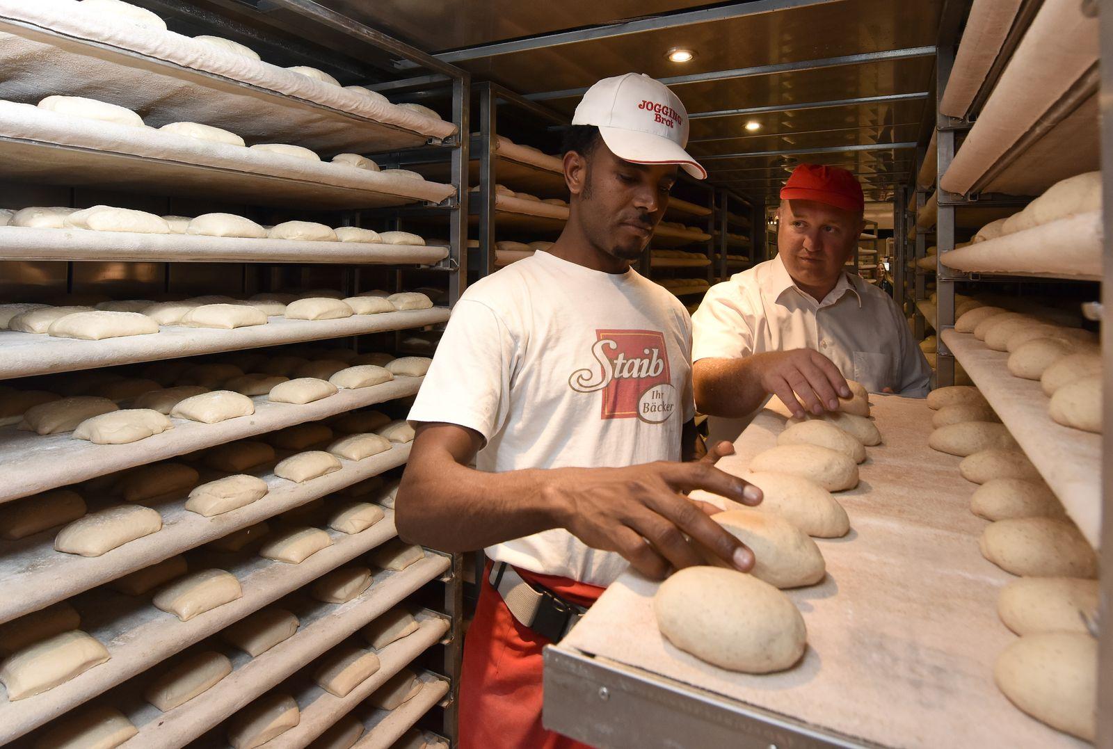 Flüchtling in Bäckerausbildung