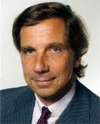 Andreas M. Odefey ist Gründungsgesellschafter der BPE. Nach seiner Promotion arbeitete er zunächst als Rechtsanwalt, Steuerberater und Wirtschaftsprüfer, bevor er für die Berenberg Bank das Corporate-Finance- Geschäft aufbaute. 1998 gründete er zusammen mit seinen Partnern Aman Miran Khan und Claus-Ascan Jencquel die BPE Private Equity. Nach dem eigenen Management-Buy-out (MBO) operiert die BPE seit 2001 unabhängig.
