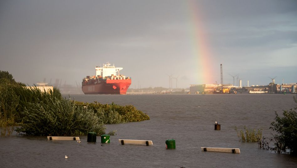 Die Elbe soll so ausgebaut werden, dass künftig Containerriesen mit einem Tiefgang bis zu 13,50 Meter unabhängig von der Flut und bis zu 14,50 Meter auf der Flutwelle den Hamburger Hafen erreichen können