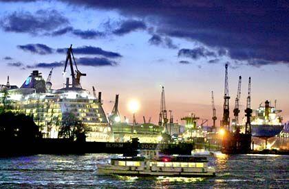 Schiffe für die US-Marine: Blohm+Voss im Hamburger Hafen