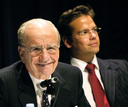 Im Strafraum explodiert: Rupert Murdoch, im Bild mit Sohn Lachlan (r.), hält nichts von öffentlichen Ansagen