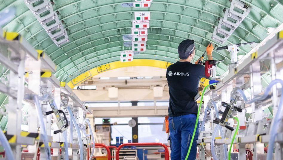 Hotspot: Airbus-Techniker bei der Rumpfmontage in Hamburg-Finkenwerder