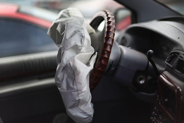 September 2015: Fiat Chrysler muss in Nordamerika gut 1,7 Millionen Fahrzeuge wegen technischer Mängel in die Werkstätten beordern. Die Gründe sind Fehler am Lenkrad und Probleme mit Airbags