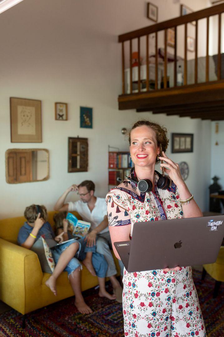 Family Office: Bei SAP-Managerin Nina Straßner aus Kiel und ihrem Mann Fabian, einem Rechtsanwalt, fließen Auszeit und Arbeitsleben oft ineinander.