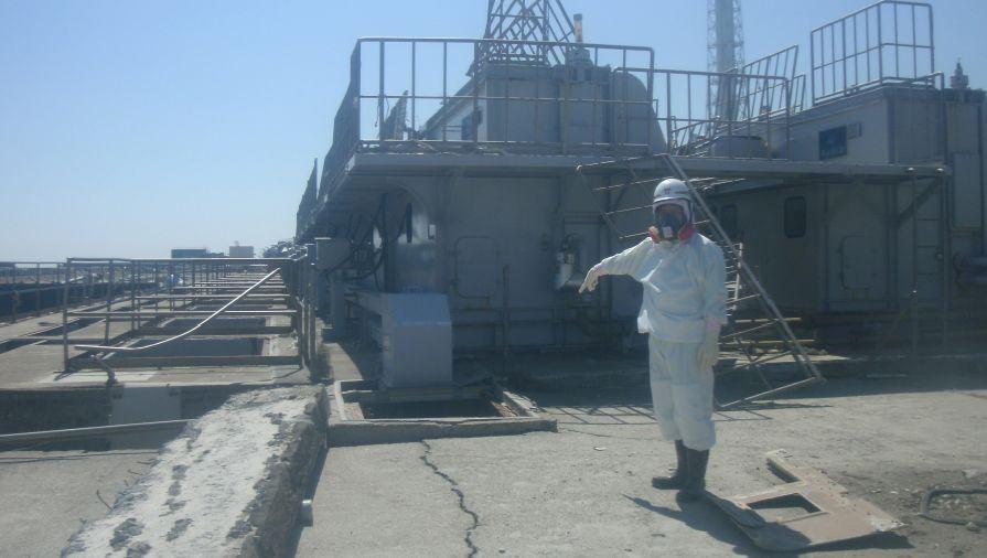 Arbeiter am Atomkraftwerk Fukushima: Aus dem Akw läuft Wasser mit einer Strahlung von mehr als 1000 Millisievert pro Stunde - dieser Wert ist lebensbedrohlich