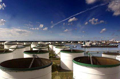Öllager in Rotterdam: Die Internationale Energieagentur warnt vor Lieferengpässen