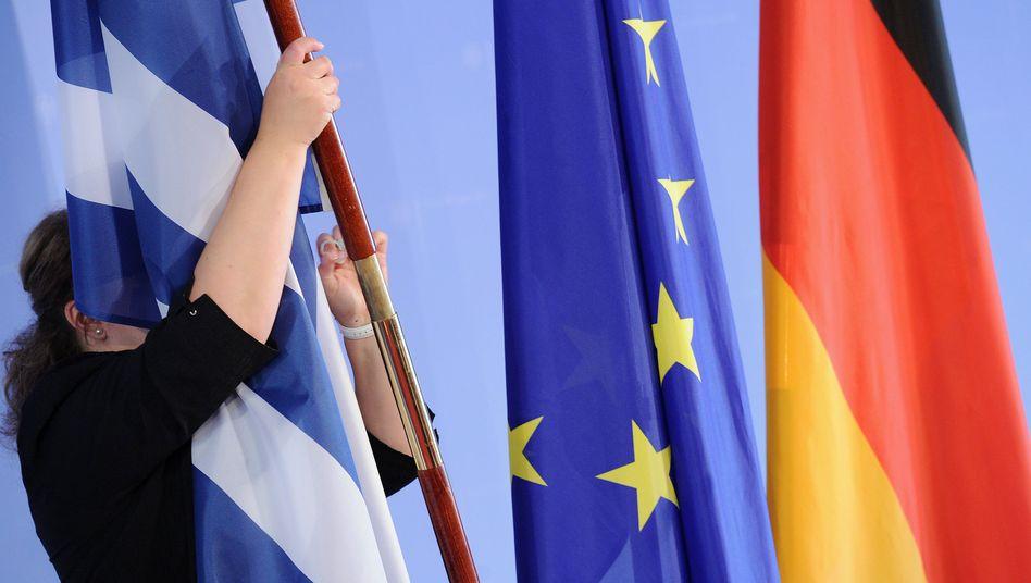 Landesflagge künftig auf halbmast: Tja, so kann's ganz schnell gehen, wenn man den Haushalt nicht in den Griff bekommt. Peinlich, peinlich.